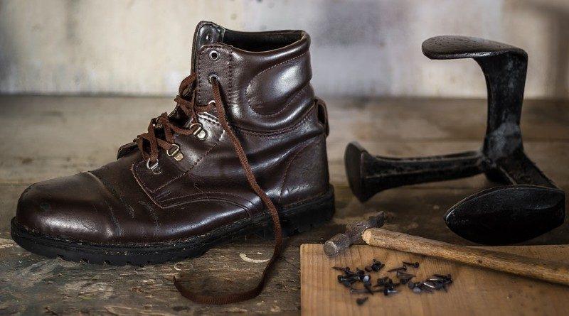 Ahorrar en casa reparando tus zapatos